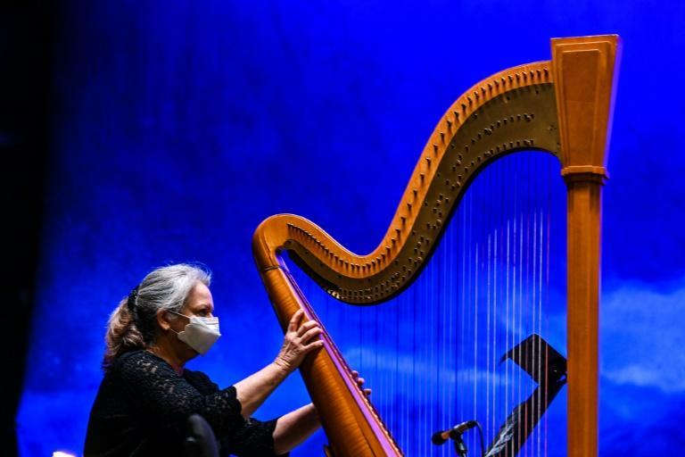 """A harpist practices ahead of of an outdoor performance of """"La Boheme"""" in Palm Beach"""