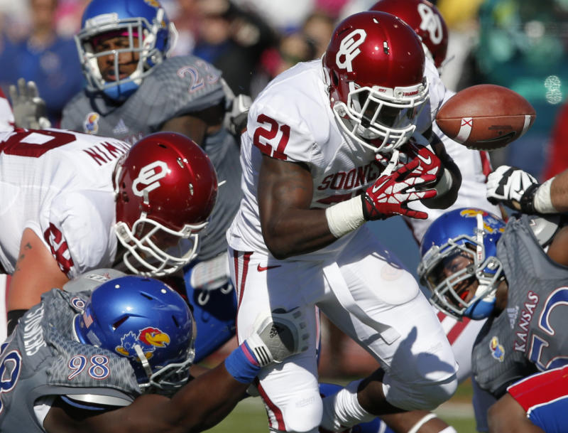No. 18 Sooners bounce back to beat Kansas 34-19