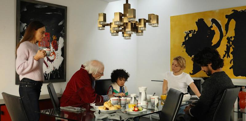 Since Richard and Claire are contemporary art collectors, a painting influenced by the works of Abstract Expressionist Robert Motherwell graces the walls of the dining room.