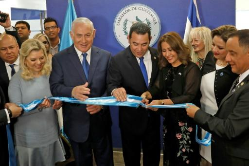 Sara Netanyahu and her husband Israeli Prime Minister Benjamin applaud as Guatemalan President Jimmy Morales and his wife Hilda Patricia Marroquin cut the ribbon during the inauguration ceremony of the Guatemalan embassy in Jerusalem on May 16, 2018