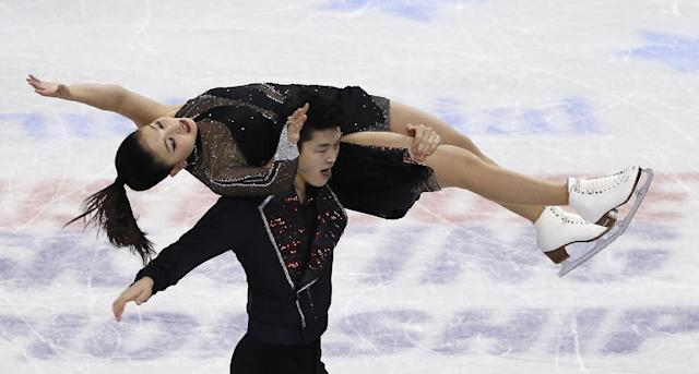 Maia Shibutani and Alex Shibutani compete during the ice dance free skate at the U.S. Figure Skating Championships in Boston, Saturday, Jan. 11, 2014. (AP Photo/Elise Amendola)