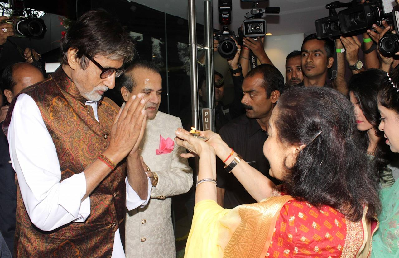 amitabh bachchan, alia, varun and others walk the ramp for a cause
