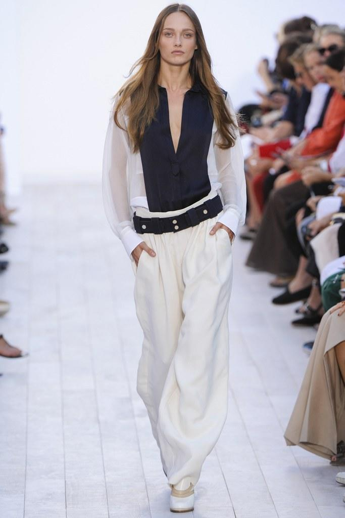 <p>Clare Waight Keller's first show for Chloé gave us a glimpse of what was to come — the perfect combination of great tailoring, feminine style, and a heavy touch of that cool girl vibe. (Photo: Getty Images) </p>