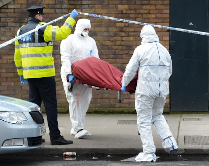 Members of the Irish emergency services remove a body taken from a residential address in Dublin on February 9, 2016 that was the scene of a suspected gangland reprisal (AFP Photo/)