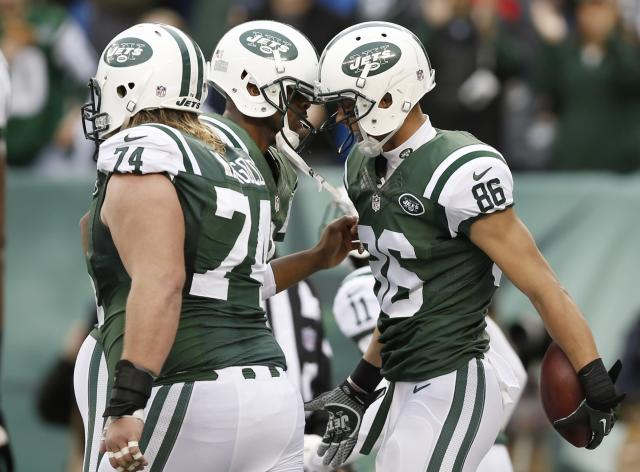 New York Jets wide receiver David Nelson (86) and Geno Smith celebrate after Nelson scored a touchdown during the first half of an NFL football game against the Cleveland Browns, Sunday, Dec. 22, 2013, in East Rutherford, N.J. (AP Photo/Kathy Willens)