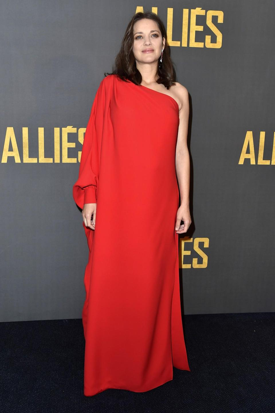 <p>Picking a vibrant shade of red in the style of Marion Cotillard will give you some much-needed confidence. It'll look heavenly in a loose-fitting style. <i>[Photo: Getty]</i> </p>