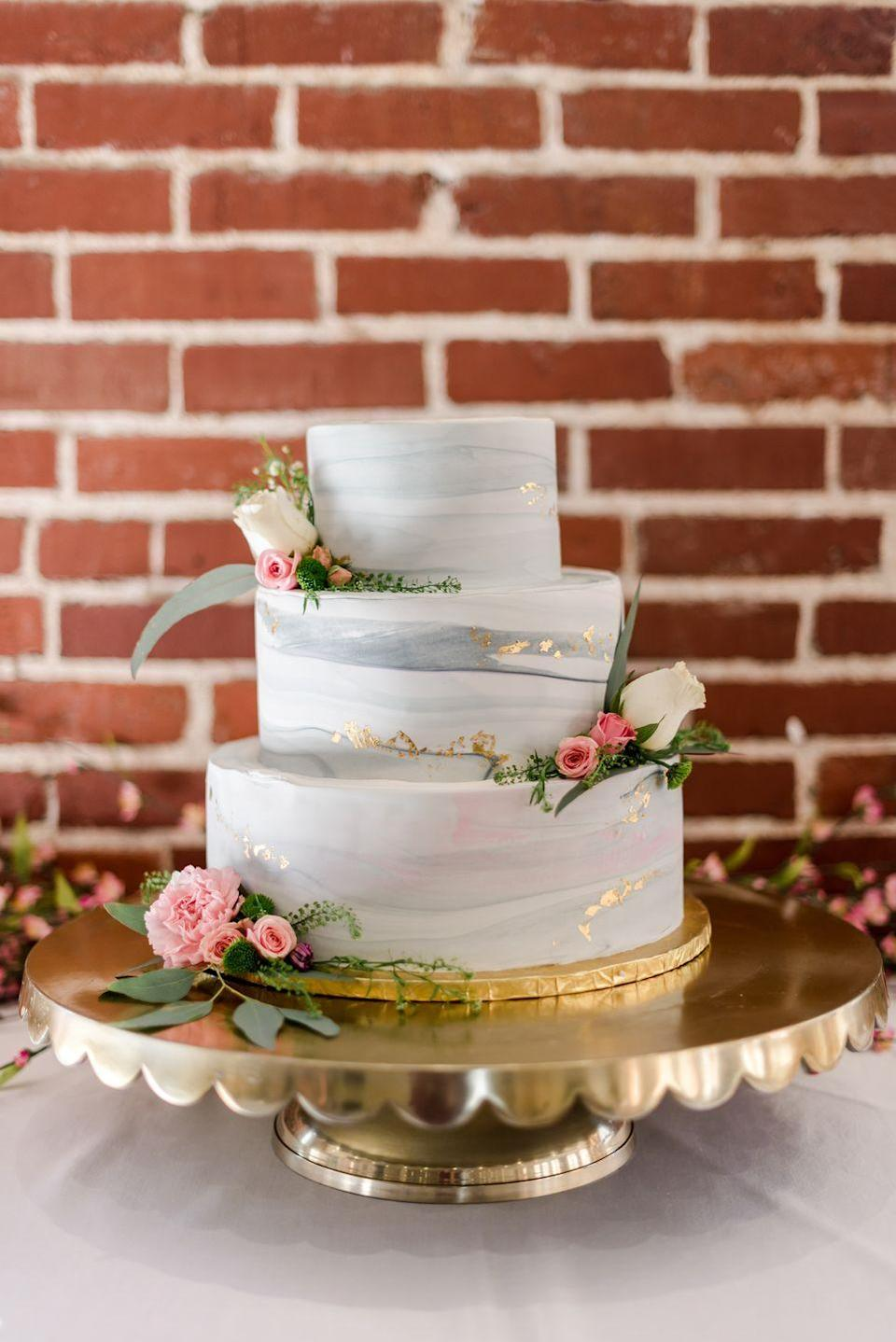 <p>And speaking of cakes! Have you ever seen a prettier one? Love the gold leaf, and love the cake stand.</p>