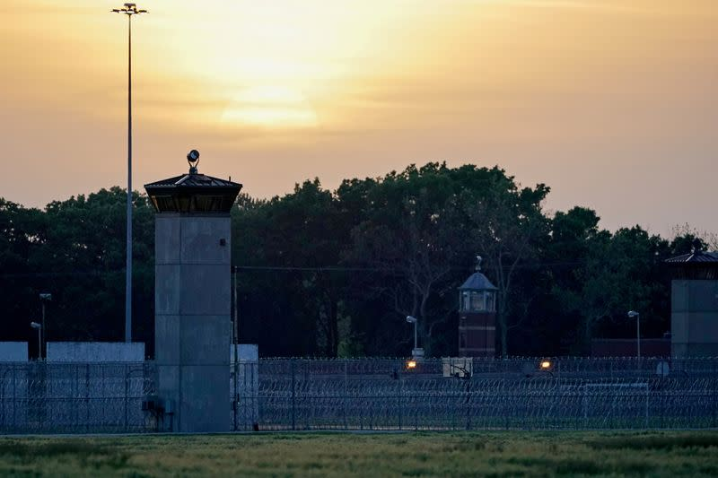 U.S. appeals court lifts block on federal execution