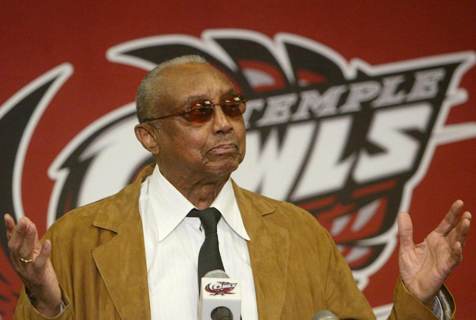Temple men's basketball coach John Chaney gestures while speaking at a news conference on March 13, 2006. (AP)
