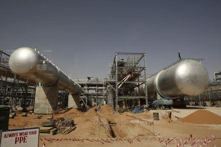 Crude dips in Asia