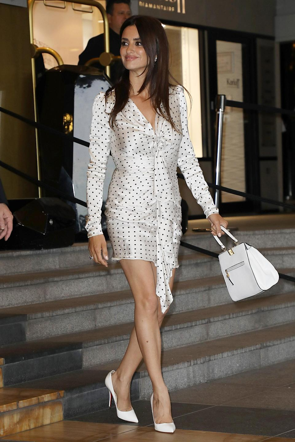 <p>Arriving at the dinner hours earlier, Penelope wore a polka dot mini dress with a decortive ruffle. <em>[Photo: Getty]</em> </p>