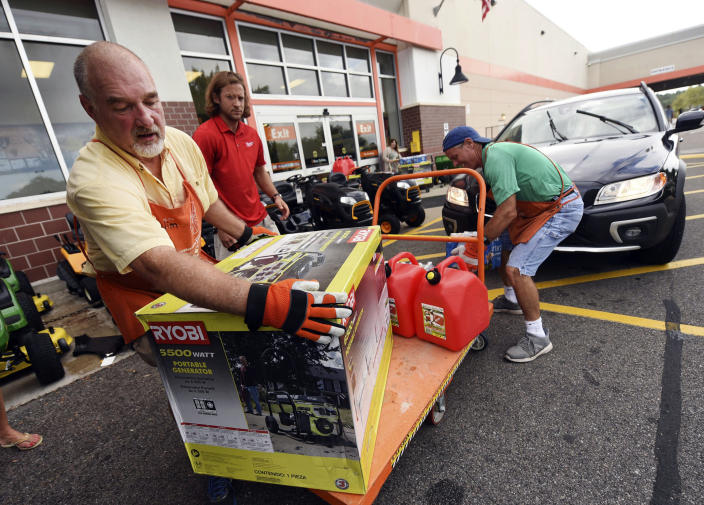<p>Jim Craig, David Burke and Chris Rayner load generators as people buy supplies at The Home Depot on Monday, Sept. 10, 2018, in Wilmington, N.C. (Photo: Ken Blevins/The Star-News via AP) </p>