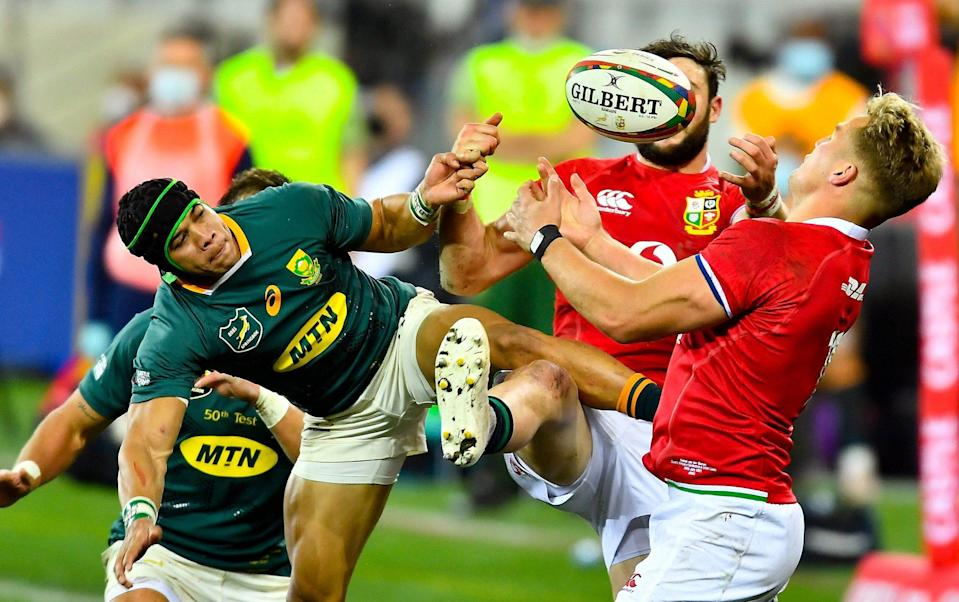 Duhan van der Merwe, right, of British and Irish Lions in action against Cheslin Kolbe of South Africa under the high ball - SPORTSFILE