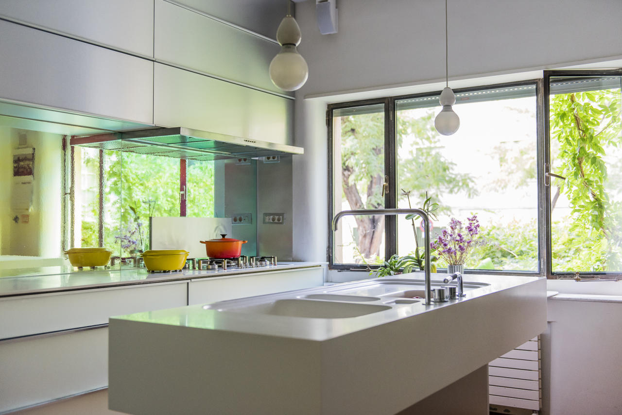 Many popular kitchens on Houzz India right now show a thriving trend of gleaming countertops and lustrous cabinet finishes. And we expect to see more of this in 2020. It is extending into the bedroom too with glossy laminates, mirrors and glass as the choice of materials for wardrobe doors.  Photo credit: HOUZZ