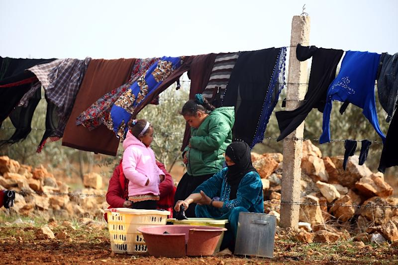 Displaced Syrians do their laundry in Kharufiyah, 18 kilometres south of Manbij, on March 4, 2017 (AFP Photo/DELIL SOULEIMAN)