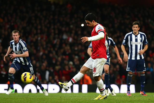 LONDON, ENGLAND - DECEMBER 08: Mikel Arteta of Arsenal scores their second goal from the penalty spot during the Barclays Premier League match between Arsenal and West Bromwich Albion at Emirates Stadium on December 8, 2012 in London, England. (Photo by Clive Mason/Getty Images)
