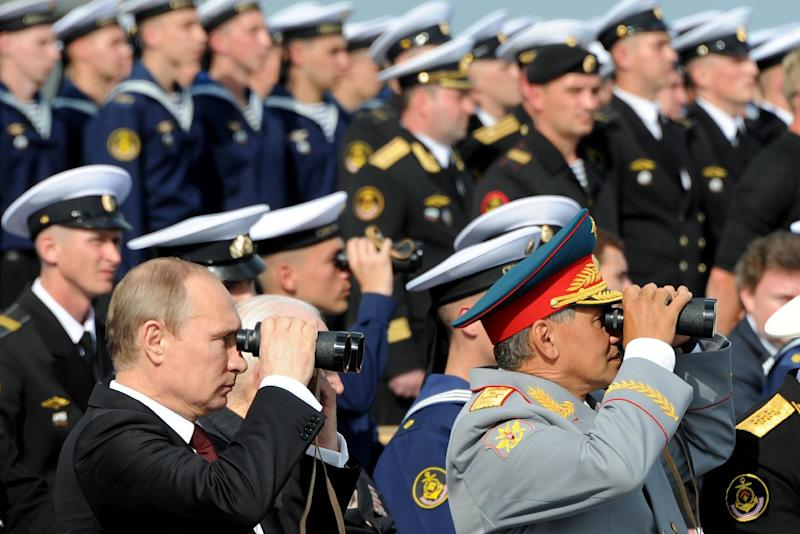 Russia's President Vladimir Putin and Defence Minister Sergei Shoigu (R) at Navy Day celebrations the in city of Severomorsk on July 27, 2014. (AFP Photo/Mikhail Klimentyev)