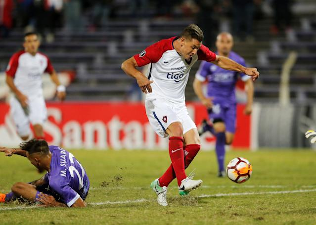 Soccer Football - Uruguay's Defensor Sporting v Paraguay's Cerro Porteno - Copa Libertadores - Luis Franzini Stadium, Montevideo, Uruguay - May 15, 2018 - Defensor Sporting's Mathias Suarez falls as Cerro Porteno's Diego Churin shoots to score. REUTERS/Andres Stapff
