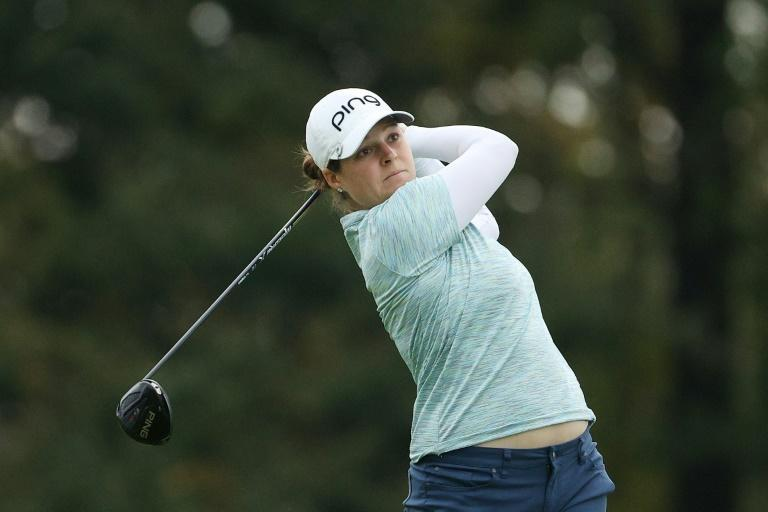 American Ally McDonald fired a three-under par 69 to seize a one-stroke lead after Saturday's third round of the LPGA Drive On Championship