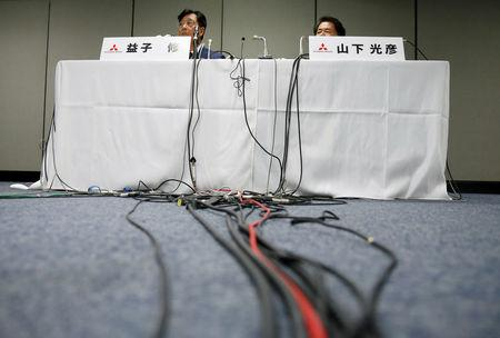 Mitsubishi Motors Corp's Chairman and Chief Executive Officer Osamu Masuko (L) and Head of Research and Development Mitsuhiko Yamashita attend a news conference in Tokyo, Japan August 30, 2016.  REUTERS/Kim Kyung-Hoon
