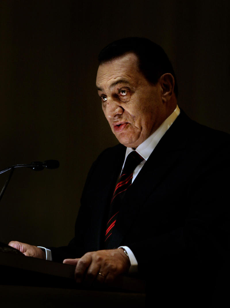 """FILE - In this Nov. 18, 2008 file photo, then Egyptian President Hosni Mubarak speaks after receiving the Jawaharlal Nehru Award for International Understanding in New Delhi, India. Ousted Egyptian President Hosni Mubarak may have cancer, his defense lawyer said Monday,  June 20, 2011 citing """"evidence suggesting"""" the 83-year-old is sick with stomach cancer. (AP Photo/Manish Swarup, File)"""