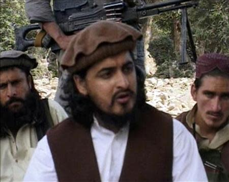 Pakistani Taliban chief Hakimullah Mehsud (C) sits with other militants in South Waziristan, in this file still image taken from video shot October 4, 2009 and released October 5, 2009. REUTERS/Reuters TV/Files