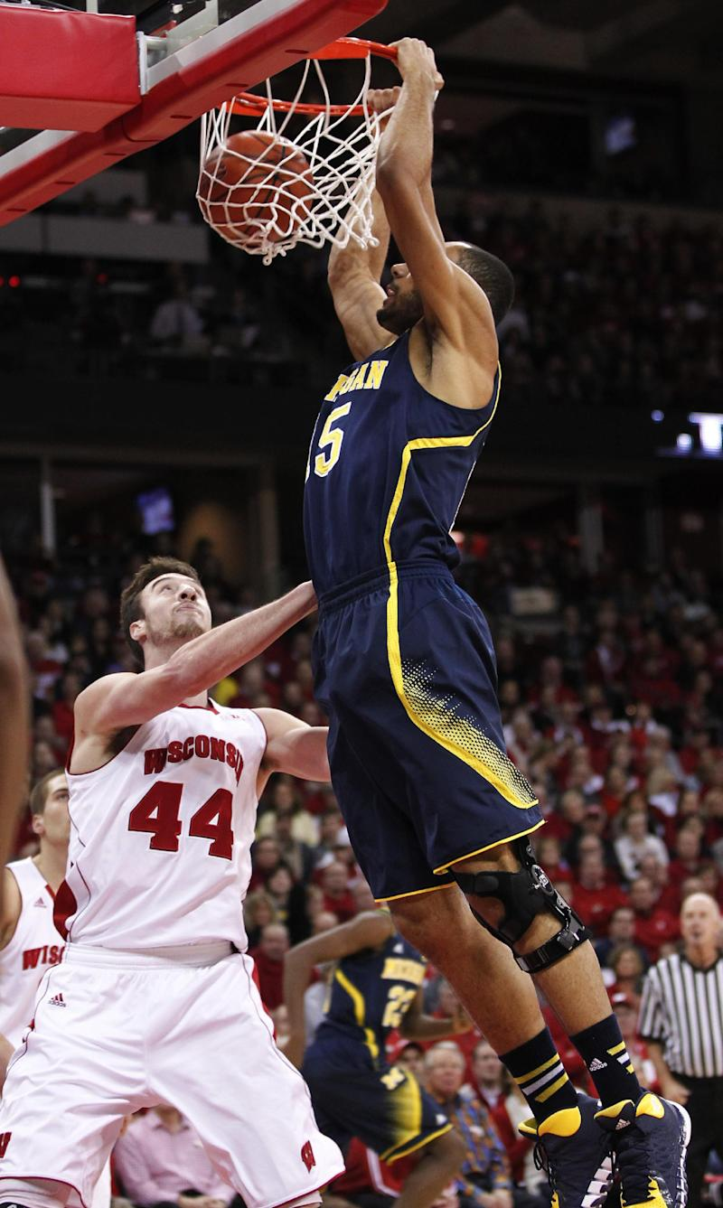 Michigan holds on for 77-70 win over No. 3 Badgers