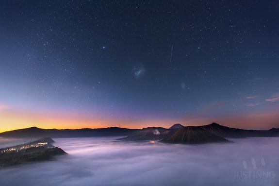 Wow! Stargazer Captures Jaw-Dropping Sunrise Over Mount Bromo Volcano (Photo)