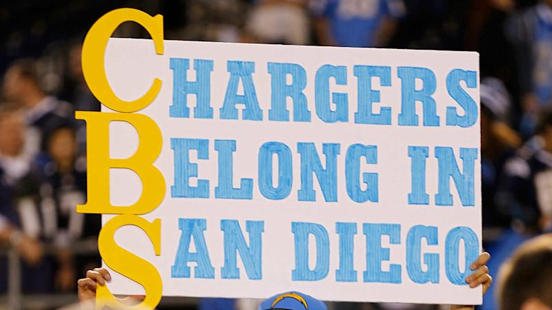 Chargers slooowly selling out itty-bitty L.A. stadium's season tickets