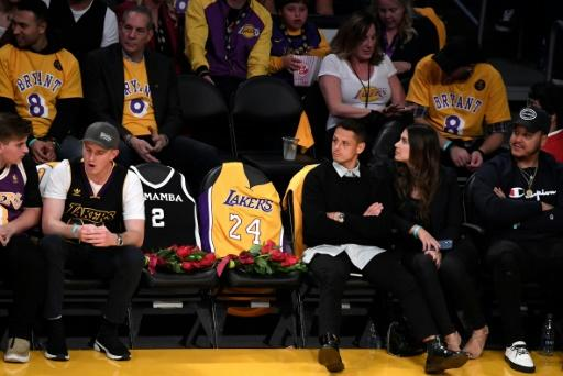 In their memory, Kobe Bryant and daughter Gianna's seats were covered with flowers, and the two players' jerseys