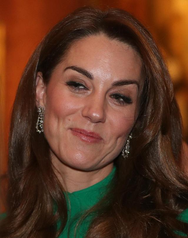 Kate Middleton usa brincos da rainha Elizabeth II em evento (Foto: Getty Images)