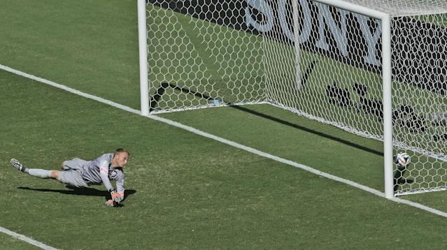 Netherlands' goalkeeper Jasper Cillessen fails to make a save as Mexico's Giovani dos Santos scores the opening goal during the World Cup round of 16 soccer match between the Netherlands and Mexico at the Arena Castelao in Fortaleza, Brazil, Sunday, June 29, 2014. (AP Photo/Themba Hadebe)