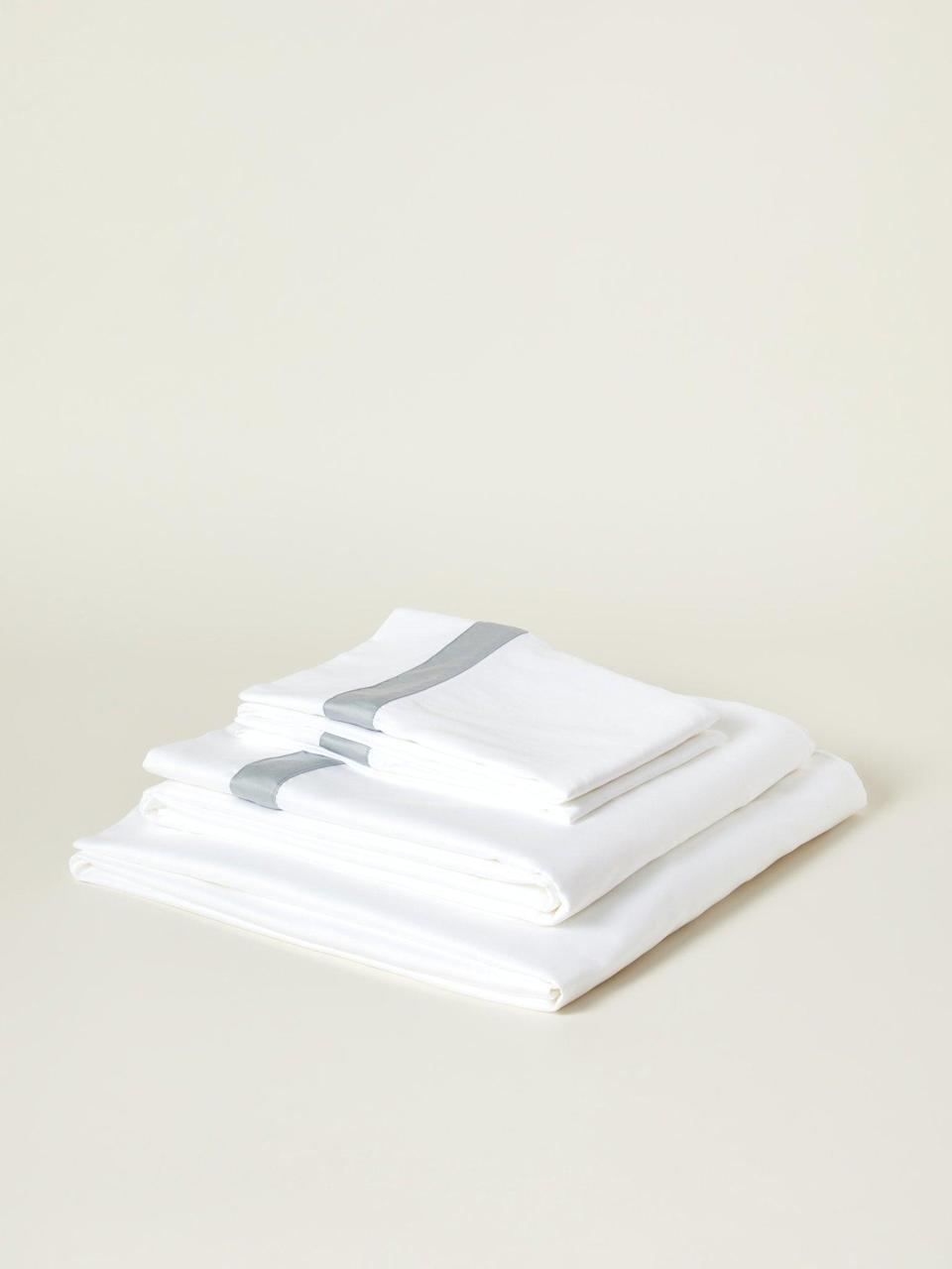 """<h2>Boll & Branch</h2><br>When we hear Boll & Branch, we think organic cotton, high thread counts, and bedding bliss. Check out all kinds of classics (Percale white sheet sets, cotton duvet covers, pillowcases, etc.) up to 30% off. <br><br><em>Shop</em> <strong><em><a href=""""https://www.verishop.com/brand/boll-branch"""" rel=""""nofollow noopener"""" target=""""_blank"""" data-ylk=""""slk:Boll & Branch"""" class=""""link rapid-noclick-resp"""">Boll & Branch</a></em></strong><br><br><strong>Boll & Branch</strong> Banded Organic Cotton Sheet Set, $, available at <a href=""""https://go.skimresources.com/?id=30283X879131&url=https%3A%2F%2Fshop-links.co%2F1735354048353795448"""" rel=""""nofollow noopener"""" target=""""_blank"""" data-ylk=""""slk:Verishop"""" class=""""link rapid-noclick-resp"""">Verishop</a>"""