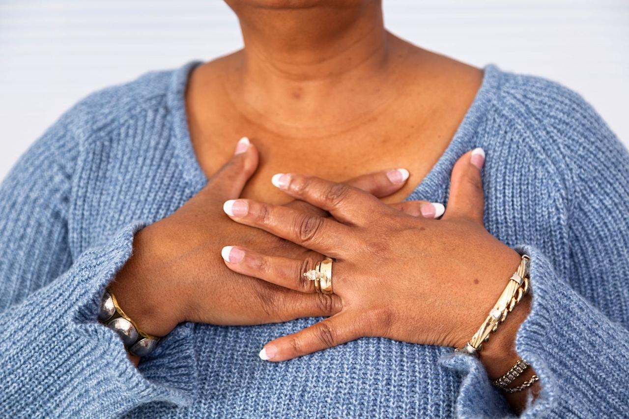 "<p>The very first symptom of a heart attack listed by the <a rel=""nofollow"" href=""http://www.heart.org/HEARTORG/Conditions/HeartAttack/WarningSignsofaHeartAttack/Heart-Attack-Symptoms-in-Women_UCM_436448_Article.jsp#.Wp1qvJPwbUI"">American Heart Association</a> is ""uncomfortable pressure, squeezing, fullness, or pain in the center of your chest."" <a rel=""nofollow"" href=""https://www.womansday.com/health-fitness/womens-health/a26144012/susan-lucci-heart-health-scare/"">This discomfort</a> may come in waves lasting more than a few minutes at a time.</p>"