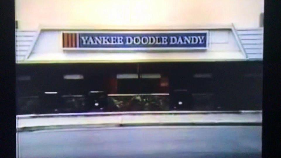 <p>We don't know about you, but this name just makes us want to burst into spontaneous song. Anyone? No? We digress. Yankee Doodle Dandy was a Chicago chain that served burgers and such in the '70s. They had around 25 locations, but come the '80s, the chain put up a permanent 'closed' sign.</p>
