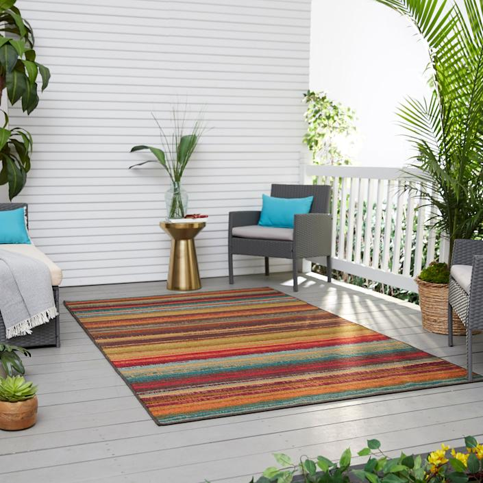 Mohawk Home Avenue Stripe Indoor Outdoor Rug (Amazon / Amazon)