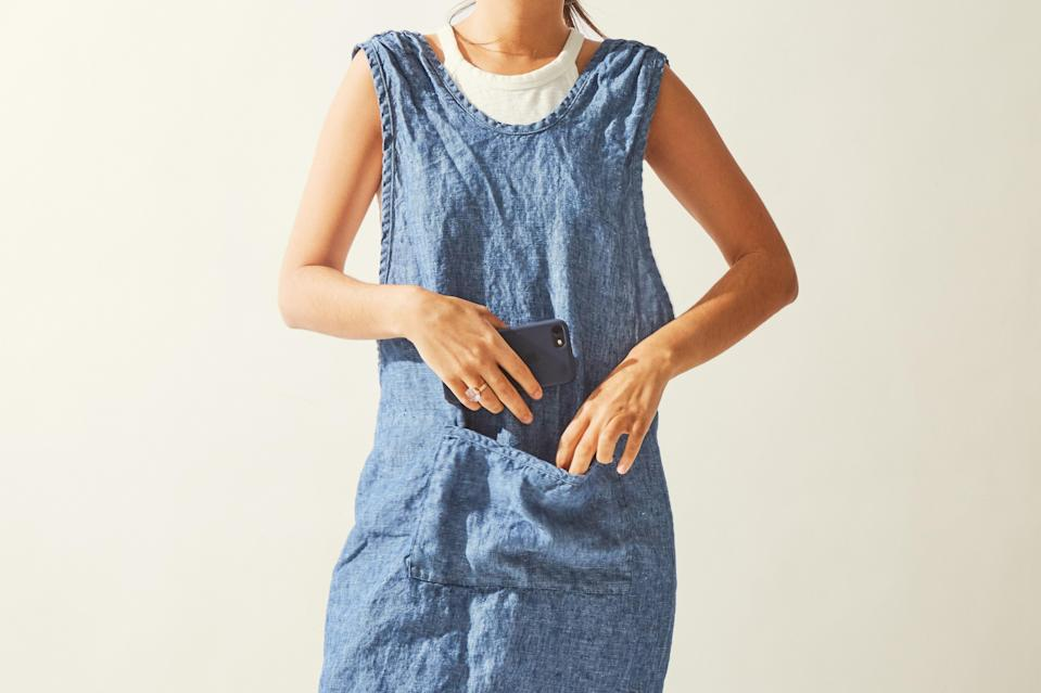 """This linen crossback apron from Terrain is hand-crafted from yarn-dyed European fabric for a high quality weave that's equally stylish and durable. The large front pocket is just as cute as it is functional. <em>(Editors' note: The pictured apron has been discontinued, so we've linked to a similar</em> <a href=""""https://cna.st/affiliate-link/2FoCAs6c7WpDVRVKmENKM3hAyHxPNCY1U229jExshFB9W1eVLWMceeXMKLLyc1WmxXjLN9svdUfTyBVxaTvFycjuzsMtBz3HVziafPfs2RDm9VzdtMwLjo?cid=602e984ffca958b1b366152e"""" rel=""""nofollow noopener"""" target=""""_blank"""" data-ylk=""""slk:Linen Pinafore Apron"""" class=""""link rapid-noclick-resp""""><em>Linen Pinafore Apron</em></a> <em>from Terrain below.)</em> $88, Terrain. <a href=""""https://www.shopterrain.com/products/linen-pinafore-apron"""" rel=""""nofollow noopener"""" target=""""_blank"""" data-ylk=""""slk:Get it now!"""" class=""""link rapid-noclick-resp"""">Get it now!</a>"""