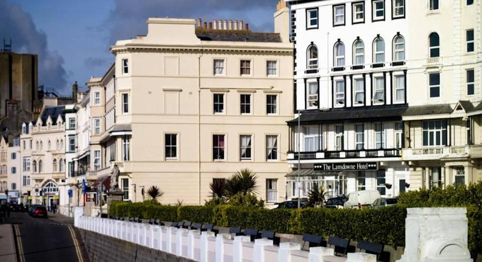 The Lansdowne is centrally located on Hastings' seafront. (Booking.com)