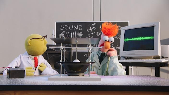 """Dr. Bunsen Honeydew and Beaker investigate sound waves on """"Muppets Now."""" <span class=""""copyright"""">(Disney+)</span>"""