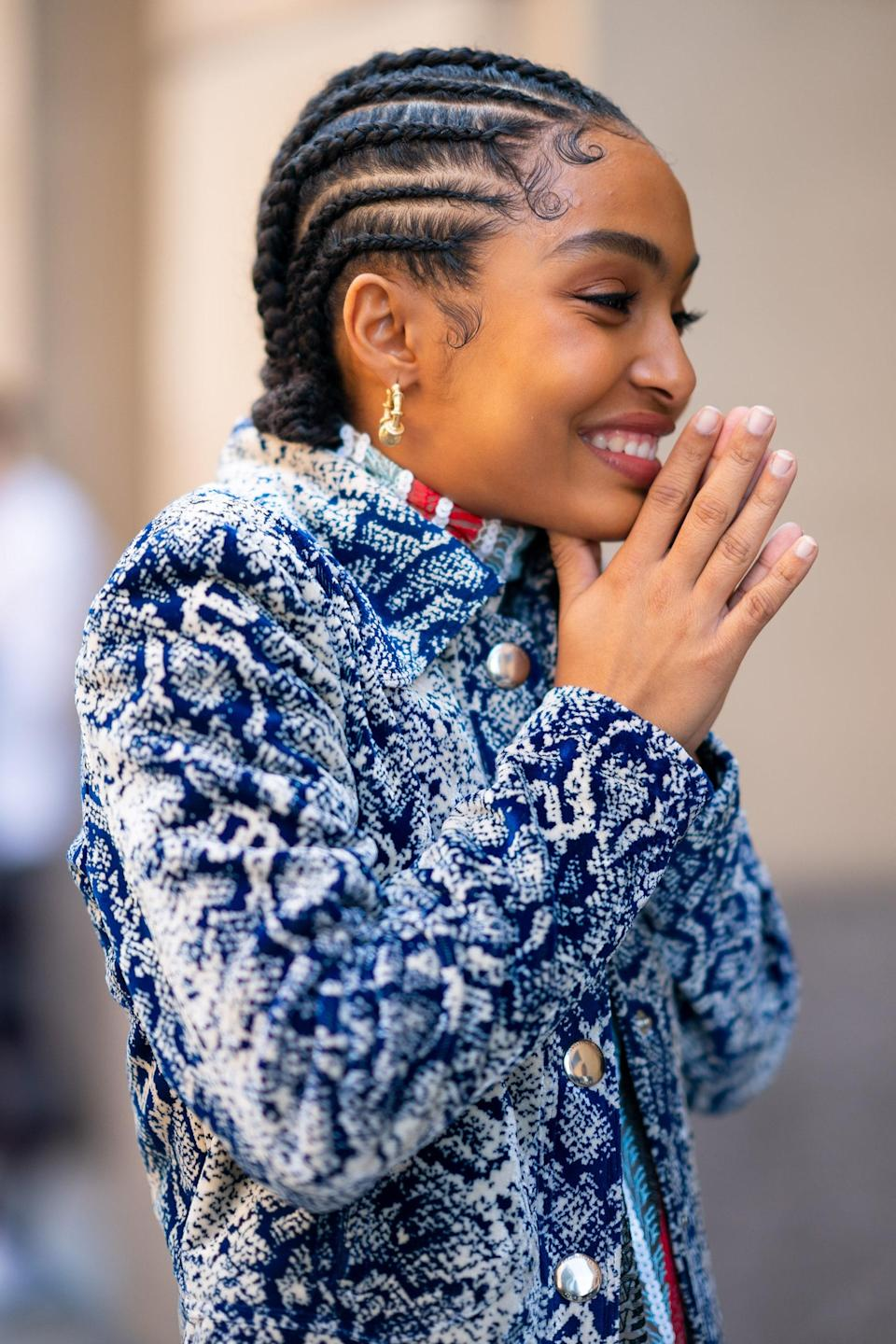 How much do we love this look on Yara Shahidi? Let us count the ways: Those sculpted baby hairs! The cute low bun! The focus on those <em>earrings!</em> Yeah, everything about this is perfection.