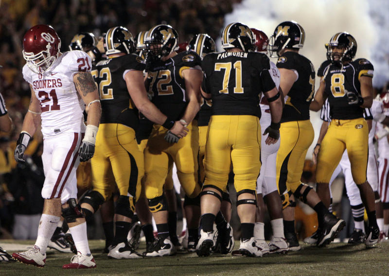 Oklahoma Sooners linebacker Tom Wort (21) walks away as Missouri Tigers celebrate a 3-yard touchdown run by teammate James Franklin during the fourth quarter of an NCAA college football game Saturday, Oct. 23, 2010, in Columbia, Mo. Missouri won 36-27. (AP Photo/Jeff Roberson)