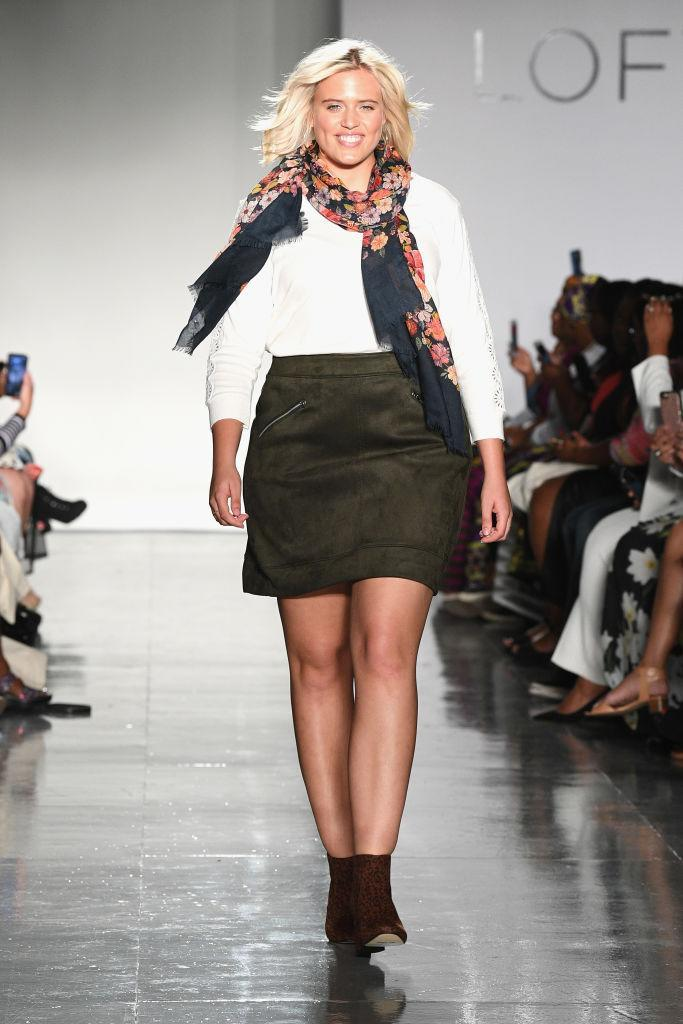 <p>Curvy model Stella Duval walks Loft's show wearing a white sweater, miniskirt, and floral scarf at theCURVYcon during New York Fashion Week. (Photo: Getty Images) </p>
