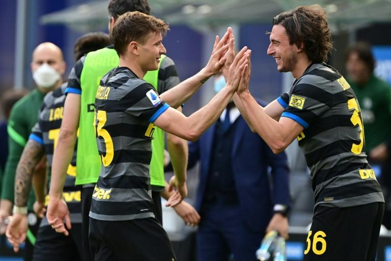 Matteo Darmian (R) got Inter's winner against Verona, and Antonio Conte's side could win the Serie A title as early as next week