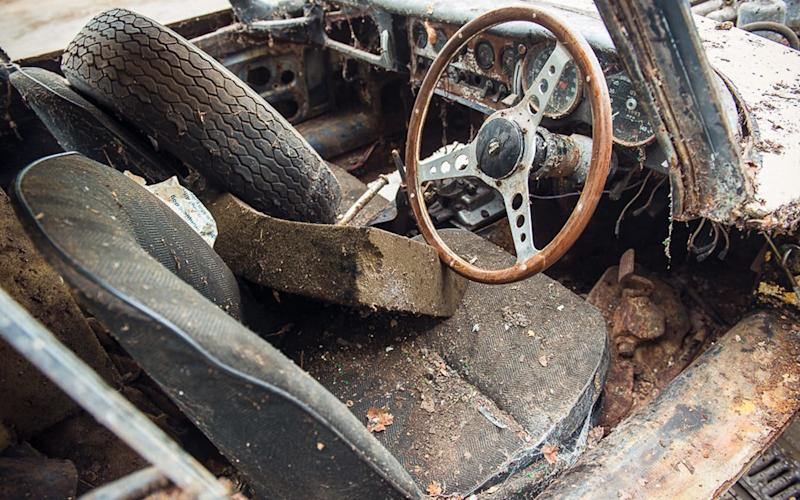 1962 Jaguar E-Type Series 1 'barn find' for sale by Classic Car Auctions on April 1-2 2017