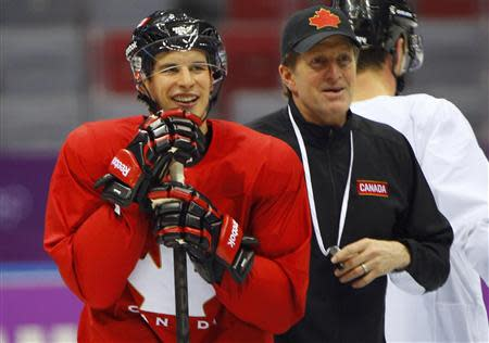 Canada's Sidney Crosby and men's ice hockey head coach Mike Babcock (R) stand together during the team's first practice at the 2014 Sochi Winter Olympics, February 10, 2014. REUTERS/Brian Snyder