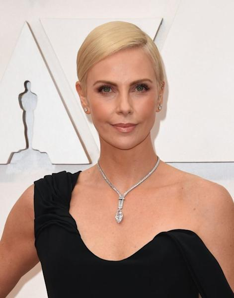 Charlize Theron dazzled photographers with a host of diamonds, including an impressive necklace adorned with a large marquise-cut diamond and diamond rings and studs all by Tiffany & Co