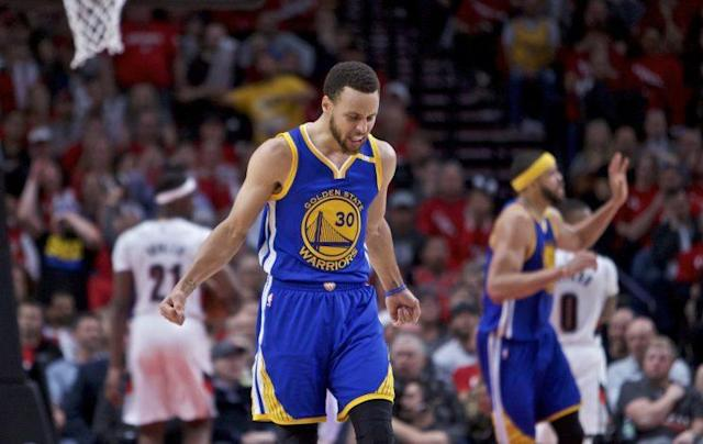 """<a class=""""link rapid-noclick-resp"""" href=""""/nba/players/4612/"""" data-ylk=""""slk:Stephen Curry"""">Stephen Curry</a> scored 14 of his game-high 34 points in the fourth quarter. (AP)"""