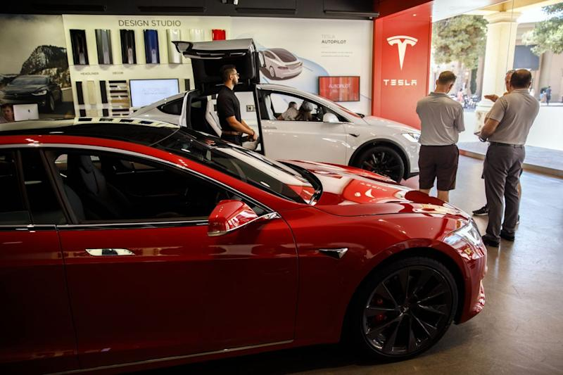 Tesla Buyers Hear Clock Ticking as $7,500 Tax Credit Phases Out