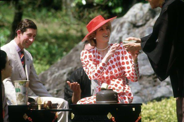 <p>Diana and Charles take part in a traditional tea ceremony at Japan's Kyoto Castle. <br></p>