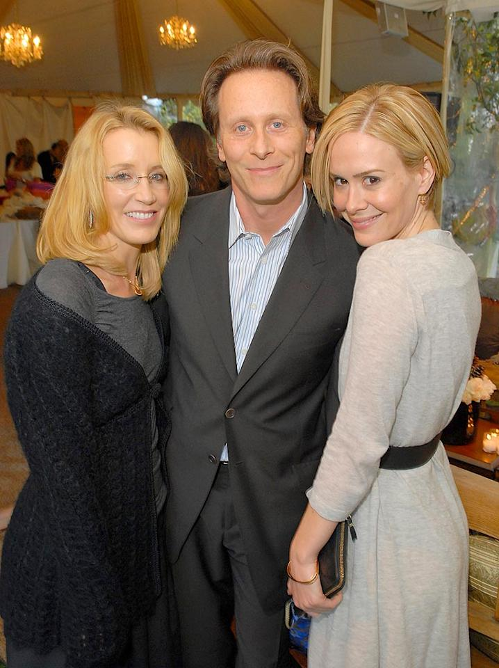 """Felicity Huffman, Steven Weber, and Sarah Paulson turn out to lend their support. Michael Caulfield/<a href=""""http://www.wireimage.com"""" target=""""new"""">WireImage.com</a> - December 8, 2007"""